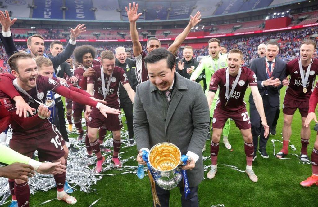 ต๊อบ อัยยวัฒน์ ศรีวัฒนประภา ร่วมฉลองกับทีมเลสเตอร์ ซิตี้ แชมป์ เอฟเอ คัพ 2021